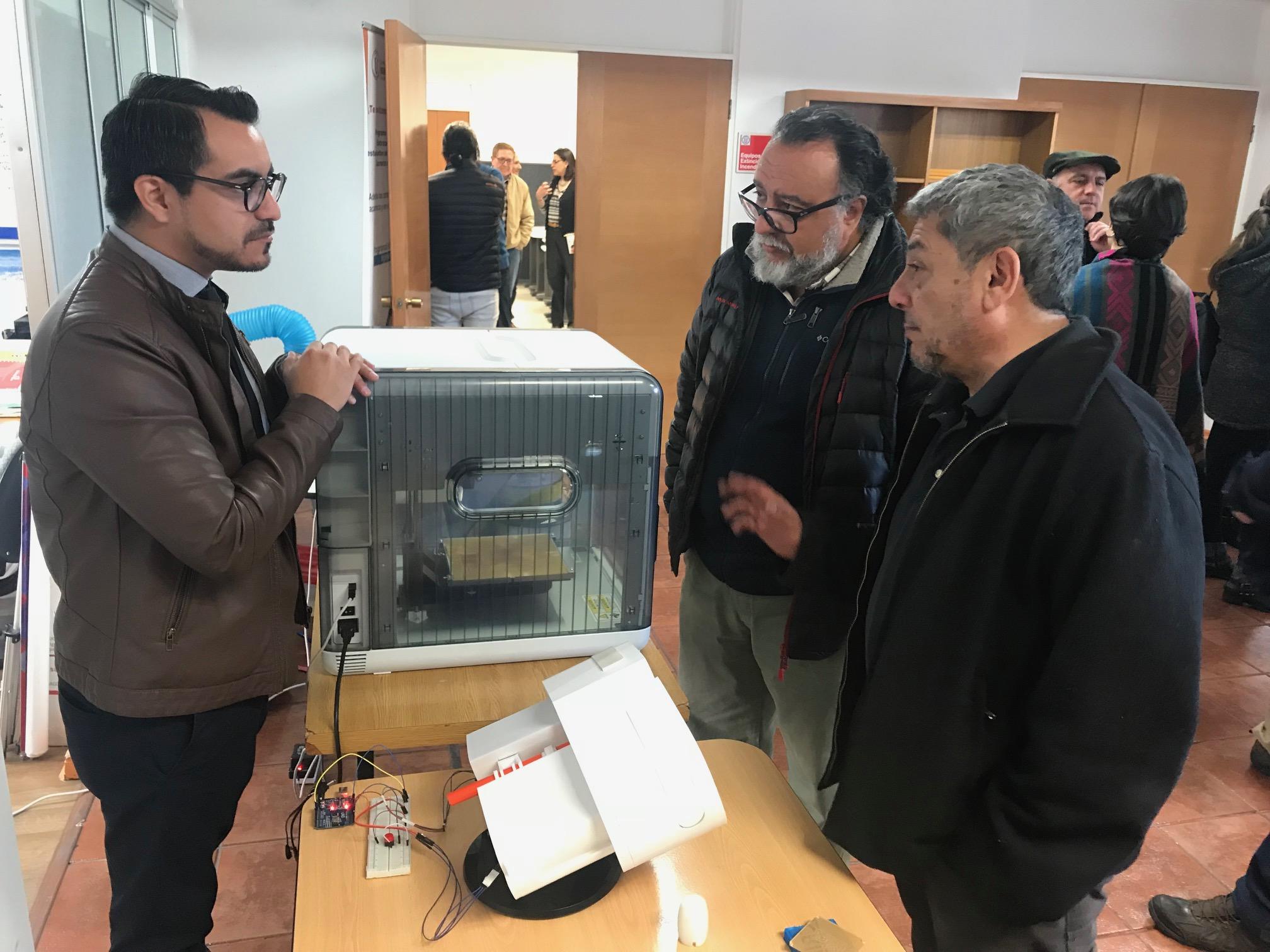 Académicos UA y UCN participaron en workshop de fabricación digital